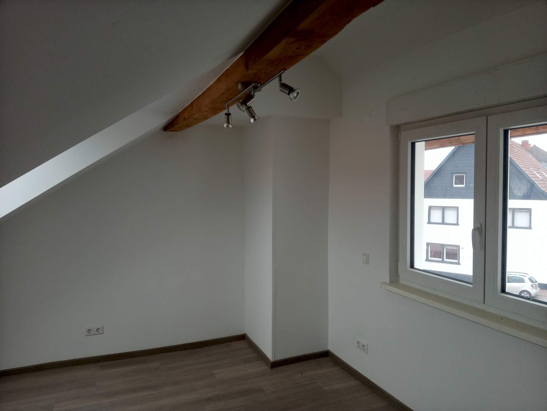 Ein weiser Raum bei dem die Malerarbeiten von der Firma Walter Becker aus Ramstein durchgeführt wurden
